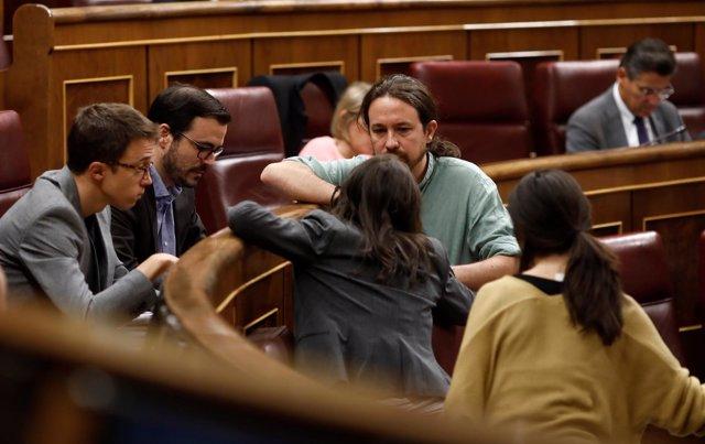 Pablo Iglesias rodeado de Errejón, Garzón, Montero y Belarra