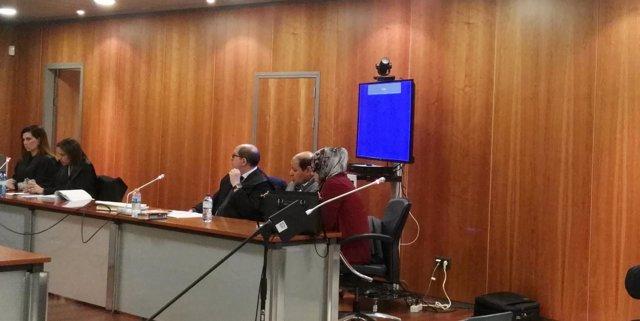 Hombre juzgado por un jurado por matar a su hermana con cable plancha