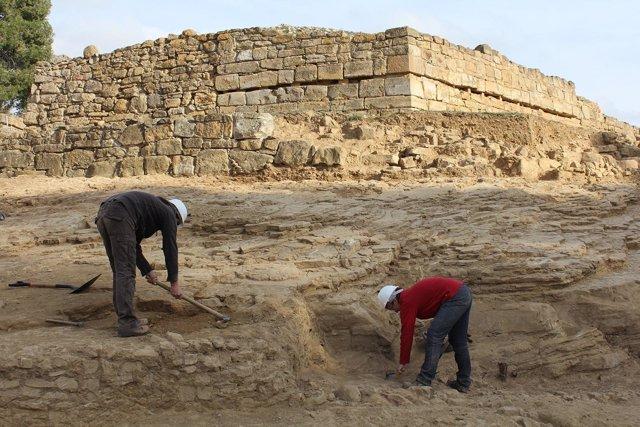Excavación en el foso de Ullastret