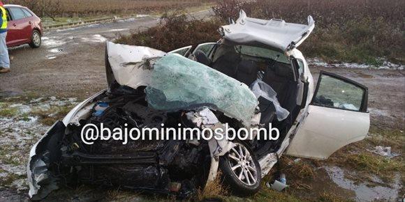 6. Muere una mujer de 32 años en un accidente de tráfico al chocar su vehículo contra un camión en Entrena
