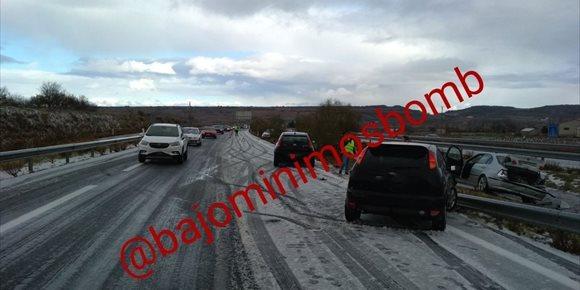 8. El granizo provoca un accidente múltiple con 30 vehículos implicados en la A-12 en Navarrete (La Rioja)