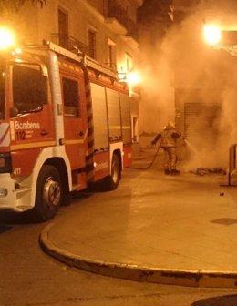 Bomberos sofocan 20 contenedores ardiendo en Novelda