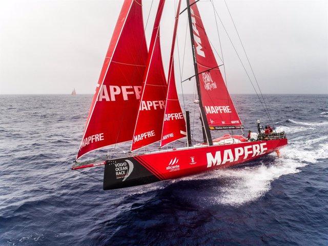 El MAPFRE navegando en el Pacífico