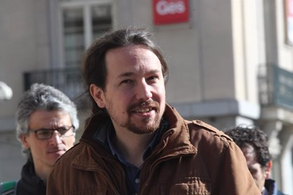 """Pablo Iglesias apoya a la Plataforma por la Escuela Pública y dice que Podemos se va a """"dejar la piel"""" en el Pacto"""