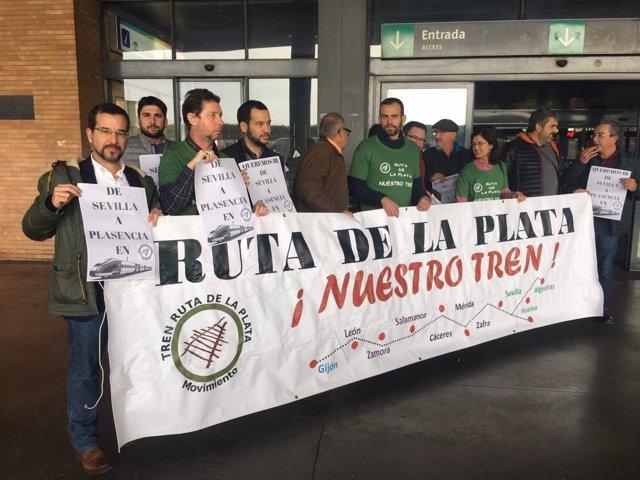 Pascual durante la concentración contra el cierre de la Ruta de la Plata