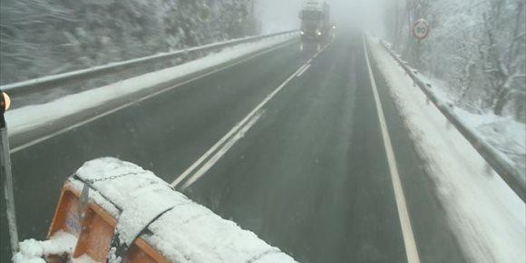 2. Movilizados diez equipos para resolver incidencias por hielo o nieve que se están produciendo en La Rioja