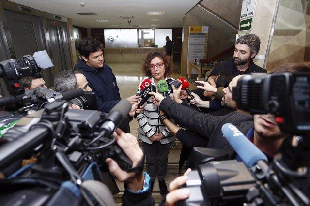 Esther Queraltó ante los medios