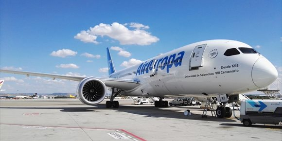 4. Air Europa dedica uno de sus aviones al VIII Centenario de la USAL
