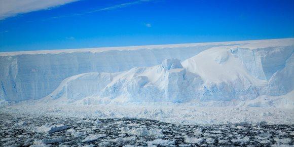 10. Misión urgente al ecosistema bajo un iceberg gigante en la Antártida