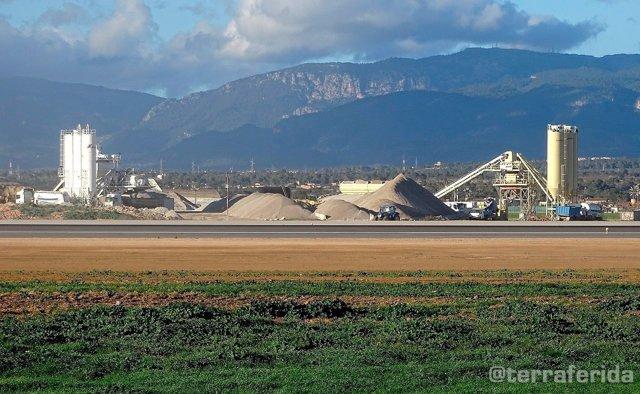 Terraferida asegura que la contaminación que genera el Aeropuerto de Palma equivale al 25% de CO2 de Es Murterar
