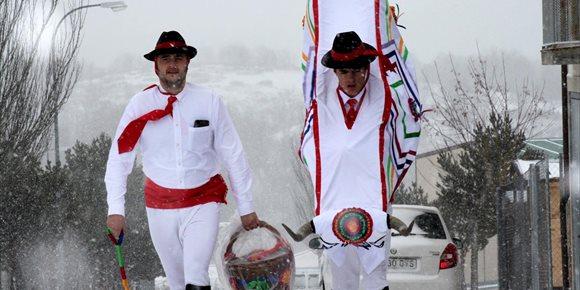3. La Barrosa vuelve a recorrer Abejar (Soria) y cumple con el ritual el Martes de Carnaval