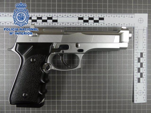 Imagen del arma simulada intervenida
