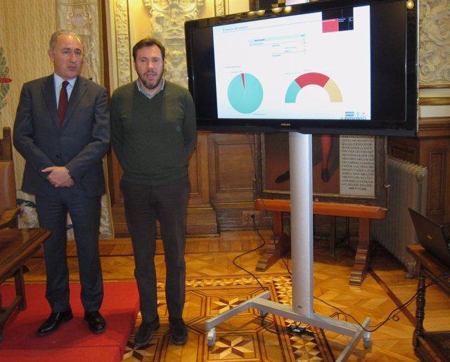 El concejal de Hacienda, Antonio Gato, y el alcalde de Valladolid, Óscar Puente