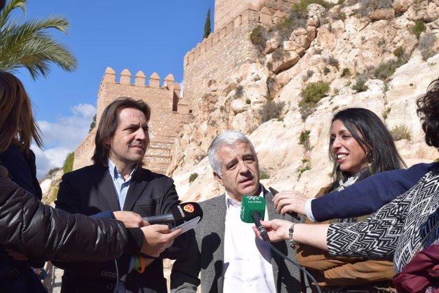 Rafael Burgos, Jose Antonio Funes y Marta Bosquet en declaraciones a los medios