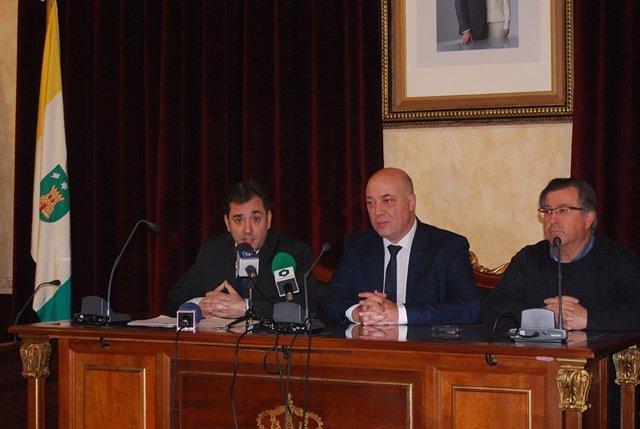 López (izda.) y Ruiz (centro), durante el encuentro mantenido