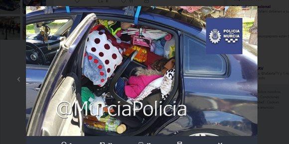 6. Interceptan un coche por exceso de peso en Murcia y encuentran una niña entre los enseres