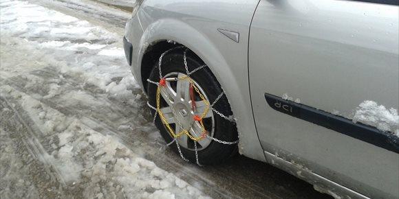 1. Peña Hincada se mantiene cerrado al tráfico y Montenegro con cadenas por nieve y hielo en la carretera