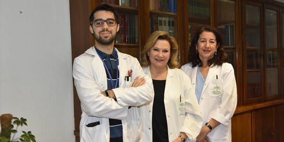 4. Profesionales del Reina Sofía editan un libro que recomienda cómo evitar infecciones en el ámbito sanitario