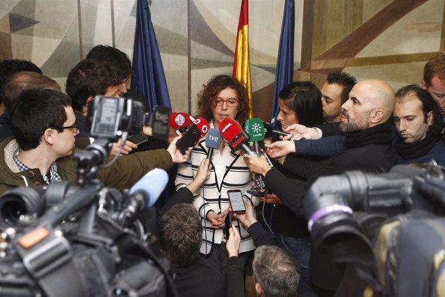 Esther Queraltó atiende a los medios