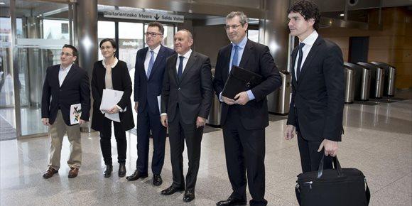 1. El Gobierno vasco y las diputaciones forales se comprometen a acordar este año la nueva Ley de Aportaciones