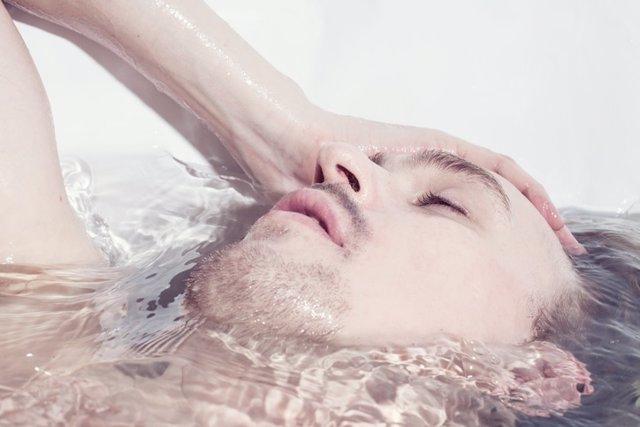 Sumergirse, bañera, baño, agua. Mojarse