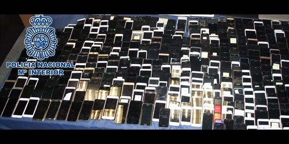 10. La Policía recupera casi mil móviles robados en el Metro