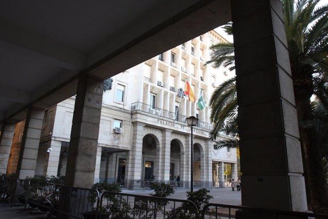 Exterior de la Audiencia de Sevilla en la novena jornada del juicio de los ERE