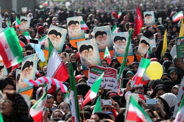 Manifestación en apoyo de la Revolución Islámica en Teherán
