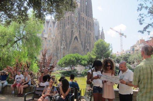 Turistas ante la Sagrada Família