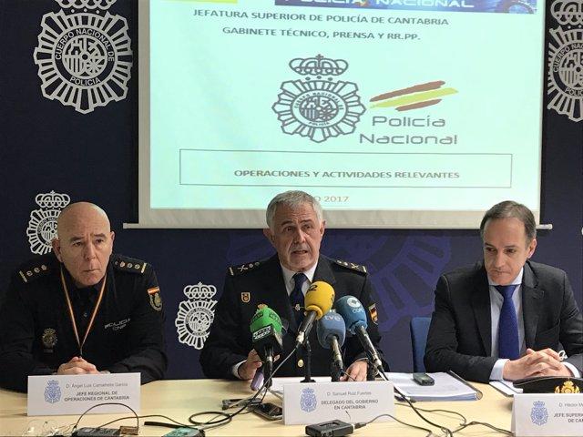 Héctor Moreno, acompañado del delegado del Gobierno y el jefe de Operaciones