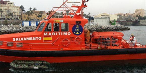 8. Rescatados 25 magrebíes de una patera en aguas próximas a Barbate (Cádiz)