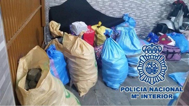 Material intervenido en una operación contra el tráfico de hachís desde Ceuta