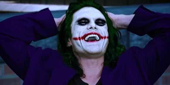 2. VÍDEO: Así sería El caballero oscuro con Tommy Wiseau como Joker