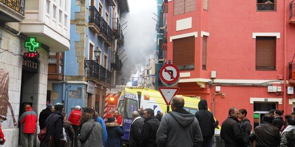 7. Intoxicadas por humo seis personas tras declararse un incendio en una vivienda del casco viejo de Bermeo (Bizkaia)