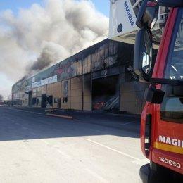 Bomberos actúan en incendio en el polígono industrial