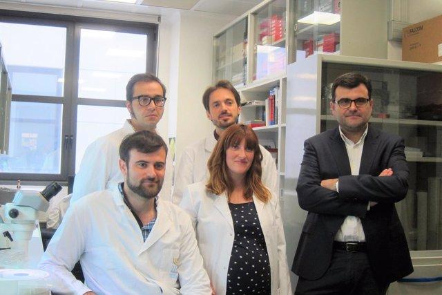 Equipo de investigadores del IRB Barcelona con Eduard Batlle