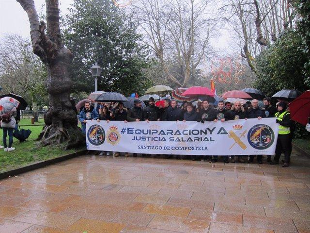 Manifestación en Santiago por la equiparación salarial entre cuerpos