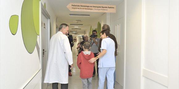 6. Tres asociaciones vascas de niños con cáncer reclaman unidades de oncología específicas para adolescentes