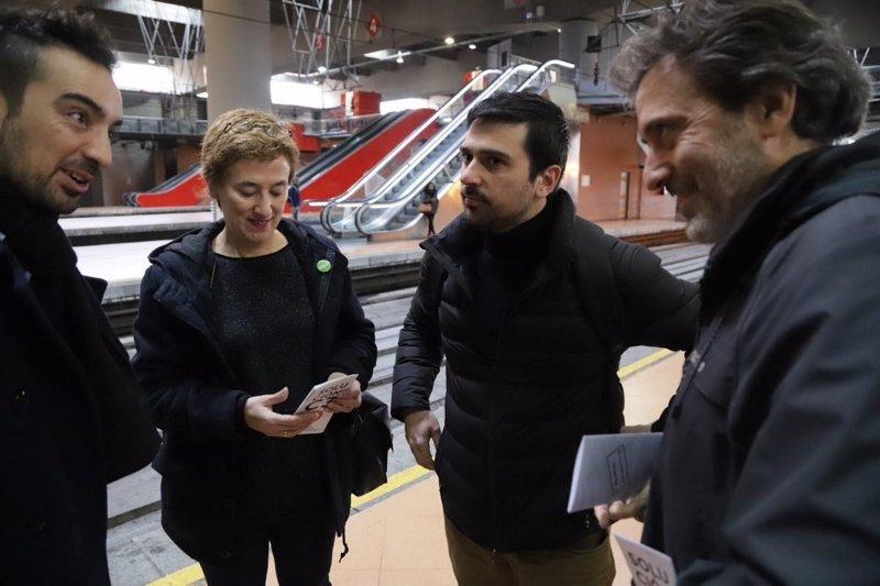 """Representantes de Podemos, IU y Equo comparten trayecto en Cercanías para reclamar """"una solución"""" para la línea C3"""