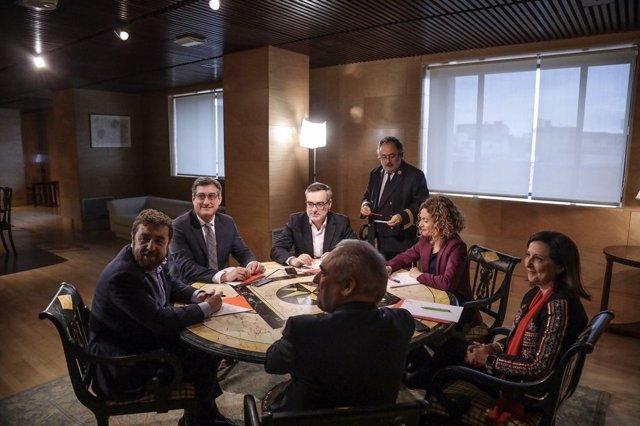 Reunión de PSOE y Ciudadanos por la reforma de la LOREG