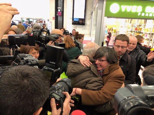 La exdiputada Mireia Boya (CUP) a su llegada a la Estació de Sants de Barcelona