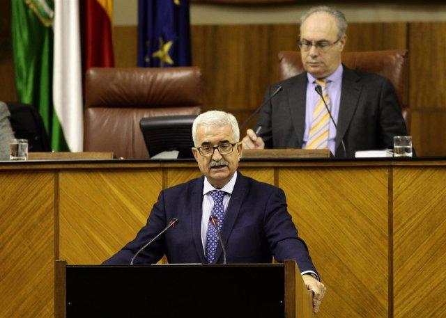 El vicepresidente de la Junta, Manuel Jiménez Barrios, ante el Pleno