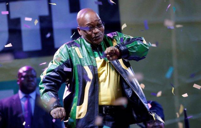 Zuma, en una imagen de archivo celebrando la victoria electoral del ANC