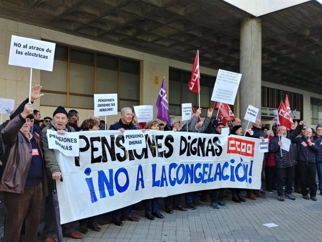 Concentración de pensionistas en denfensa de su poder adquisitivo.