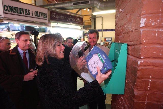 La alcaldesa de L'Hospitalet, Núria Marín, ha visitado el mercado de Collblanc