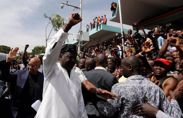 Símbolica toma de posesión de Raila Odinga