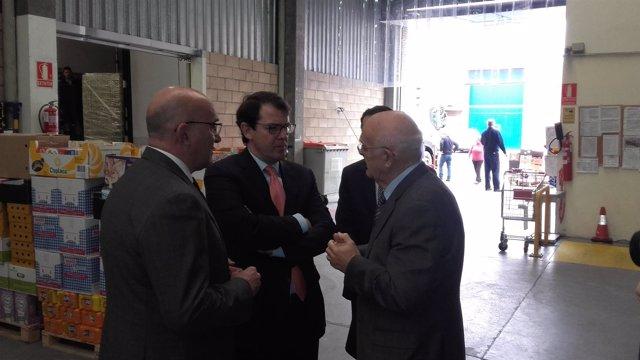 Fernández Mañueco durante su visita