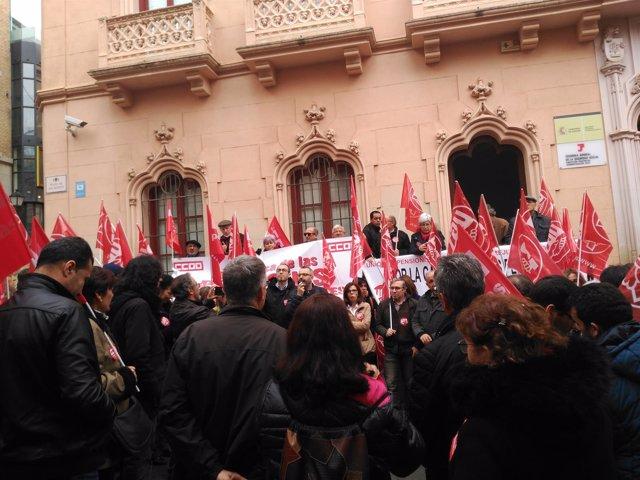 Concentración CCOO y UGT en Toledo