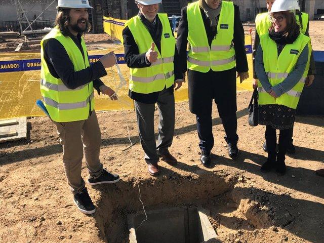Alcalde, Híjar y Aparicio (PSOE) colocan primer piedra alojamientos Las Fuentes