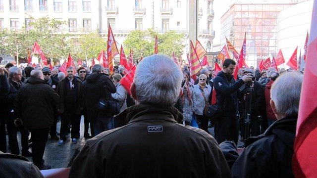 Movilización de pensionistas ante la Delegación del Gobierno en Aragón